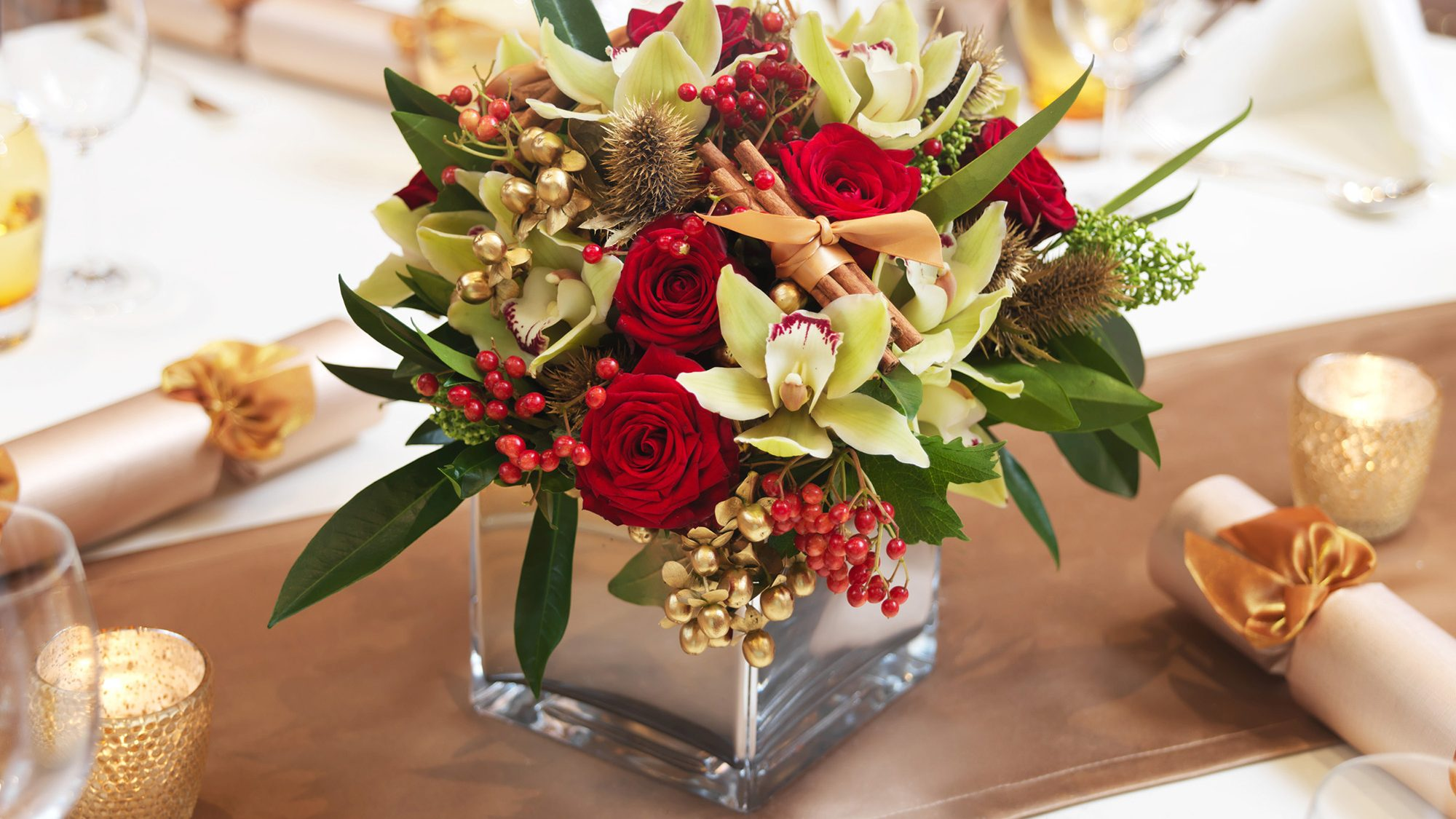 Festive table decoration with flowers